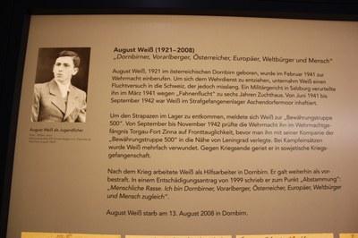 Vitrine von August Weiß im neuen Dokumentationszentrum in Esterwege (2011)